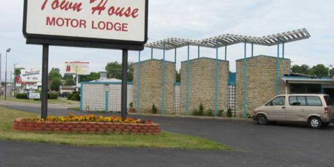 Worst Hotel: Townhouse Motor Lodge in Springfield Ohio
